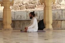 Yoga-nel-tempio-indiano-